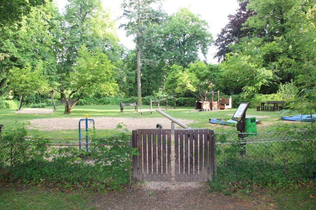 Hřiště v parku u Šembery